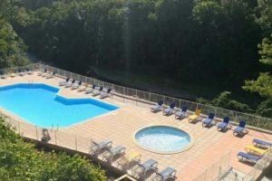 zwembad op de camping in het zuiden van Frankrijk