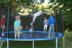 Spelen op de trampoline